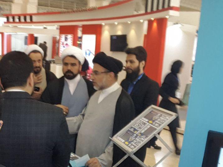 حضور دکتر خاموشی رئیس سازمان تبلیغات اسلامی در غرفه